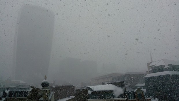 city of london big snowflakes flurry beast from the east