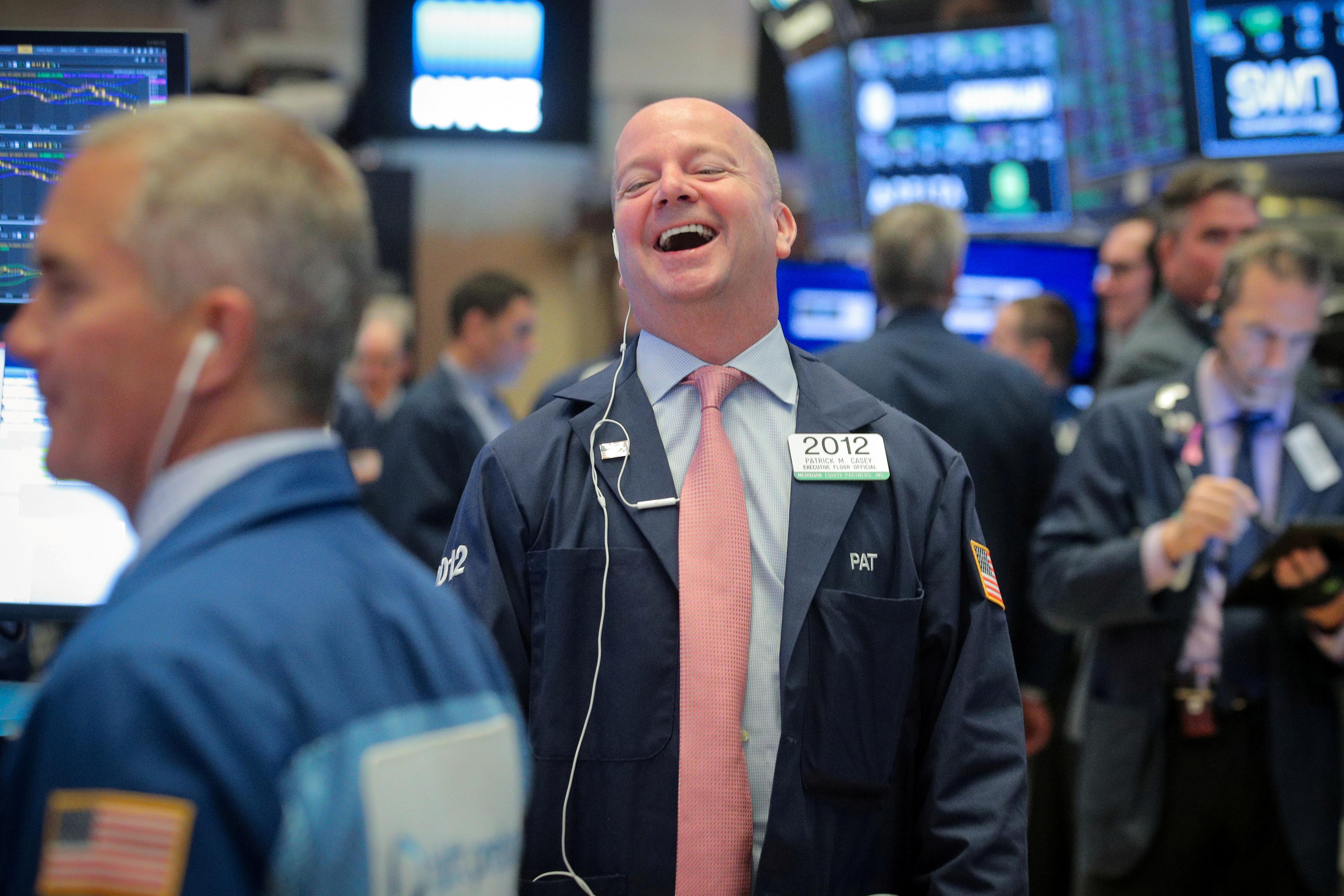 Suaves caídas en Wall Street tras la resaca alcista del informe de empleo