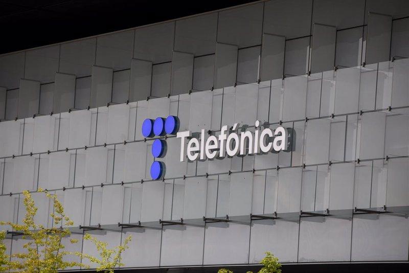 https://img.s3wfg.com/web/img/images_uploaded/1/c/ep_edificio_de_la_sede_de_telefonica_a_27_de_abril_de_2021_en_madrid_espana.jpg