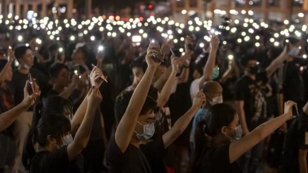 ep 22 august 2019 china hong kong students hold up their flashlight lit cell phones duringpro-democracy rally at edinburgh place photo adryel talamanteszuma wiredpa