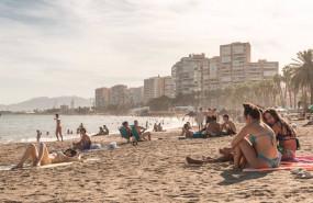 ep archivo - banistas disfrutan en la playa de malaga en malaga andalucia espana a 7 de agosto de