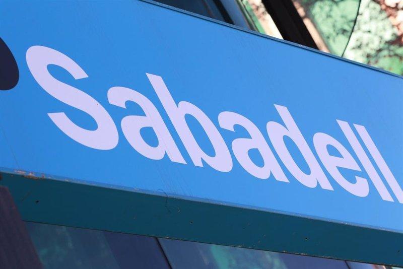 Sabadell sube un 50% en tres semanas y se atreve con el hueco bajista de los 0,67