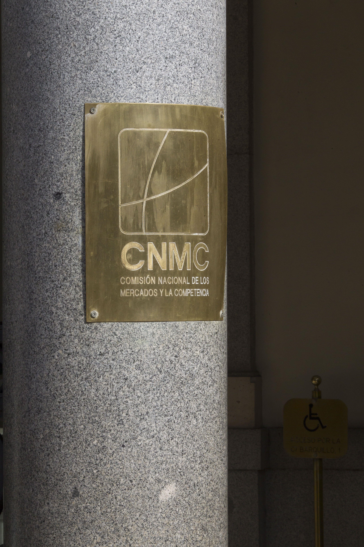 El mercado, en pie de guerra con la CNMC y su hachazo a las energéticas