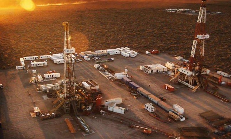https://img.s3wfg.com/web/img/images_uploaded/4/6/ep_archivo_-_yacimiento_de_petroleo_y_gas.jpg