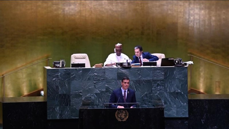 """Sánchez ve en la sentencia sobre Franco el fin de un """"capítulo oscuro"""" para España"""