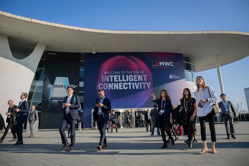 https://img.s3wfg.com/web/img/images_uploaded/5/4/ep_visitants_del_mobile_world_congress_barcelona_mwc_2019_a_lentrada_de_fira_barcelona.jpg