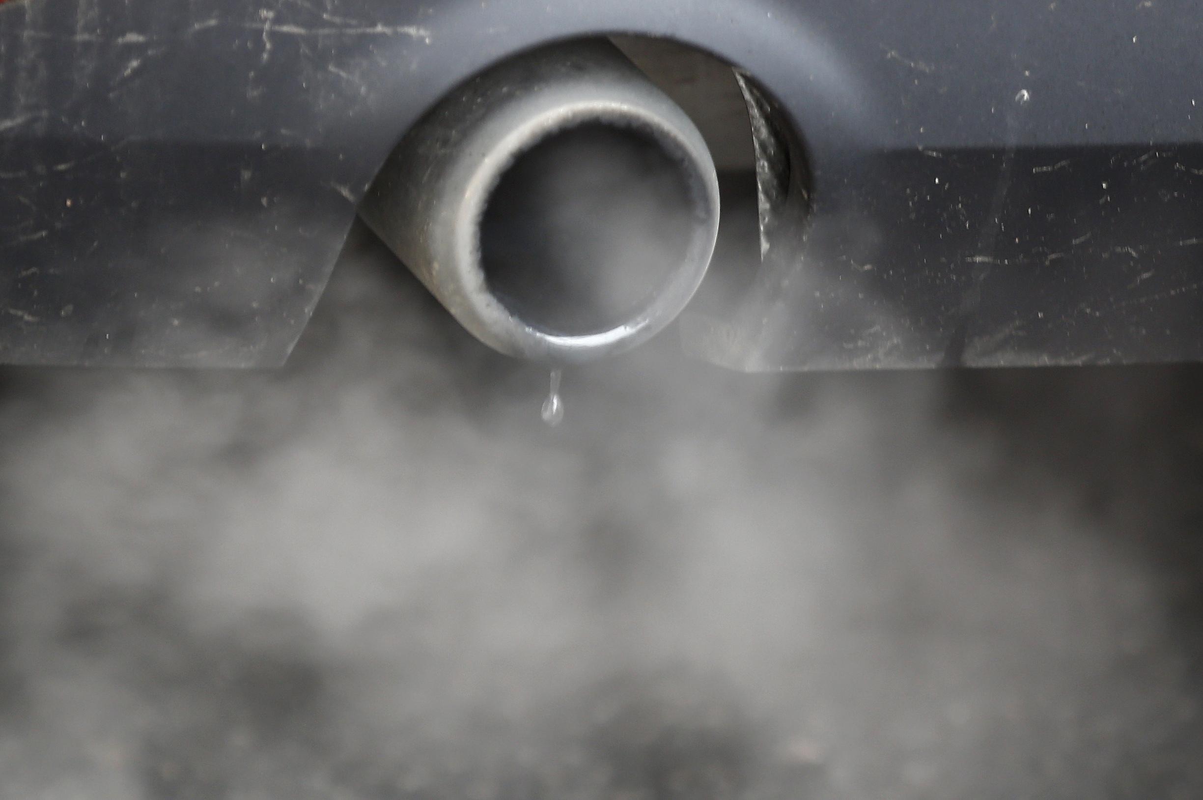 auto-gaz-echappement-pollution-atmospherique-air-dioxyde-de-carbone-pm10-co2 20180515184903
