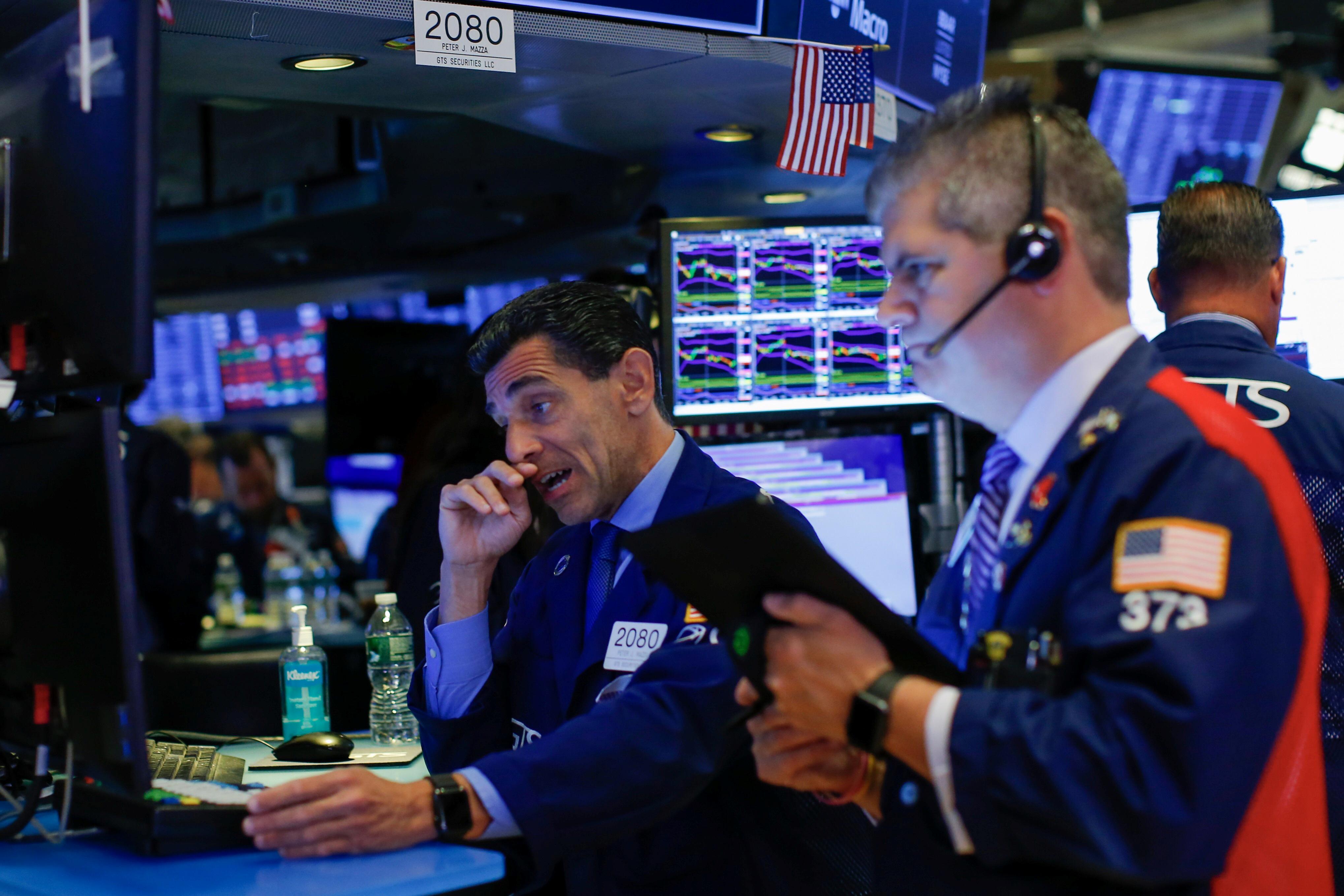 Wall Street se toma un respiro tras sus últimos récords históricos