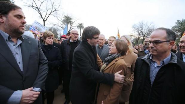 el presidente carles puigdemont con la presidenta del parlament carme forcadell