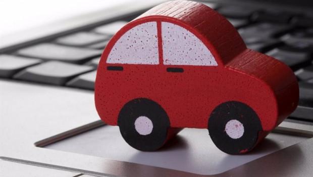 ep archivo - imagen de una maqueta de un coche en un ordenador