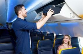 5c9347017 Ryanair empieza a cobrar el equipaje de mano a partir del próximo 1 de  noviembre