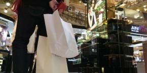 les-commerces-pourraient-ouvrir-douze-dimanches-par-an-a-paris