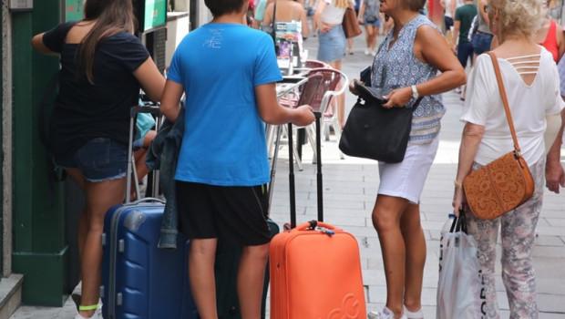 ep turismo- anfitrionespisos turisticos reclaman mayor controlseguridadnopenalizadoslas plataformas