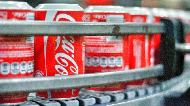 Coca-Cola sube tras ganar lo esperado y revisar al alza sus previsiones