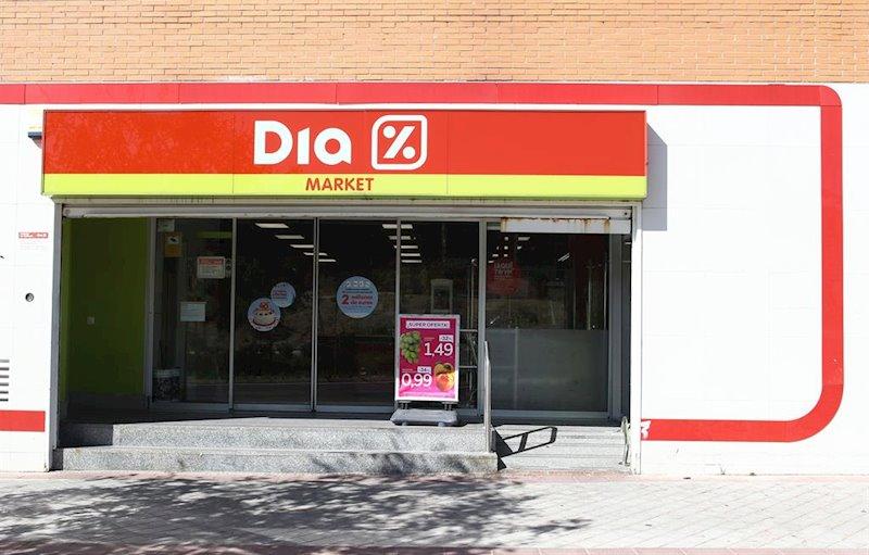 ep imagen de un la entrada de un supermercado dia market en madrid