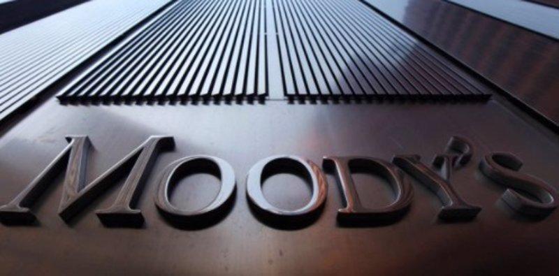 Moody's: la necesidad de recortar costes impulsará más fusiones bancarias en España