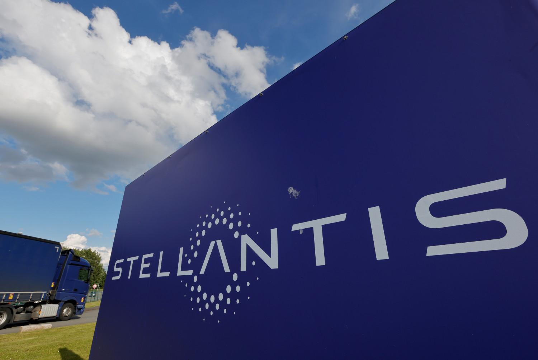 https://img.s3wfg.com/web/img/images_uploaded/9/a/stellantis-proche-d-un-accord-pour-une-gigafactory-de-batteries-en-italie-selon-des-sources_rsz.jpg