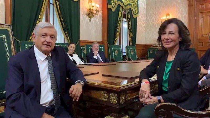 ep el presidente de mexico andres manuel lopez obrador y la presidenta de banco santander ana botin