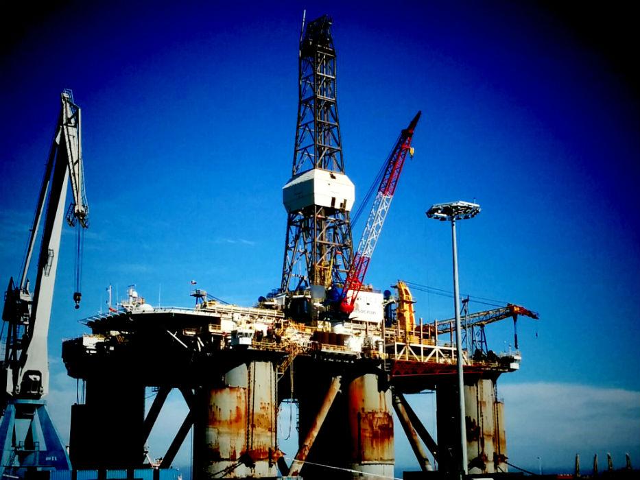 https://img.s3wfg.com/web/img/images_uploaded/b/d/central-petrolifera-iran.jpg