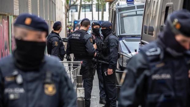 ep colau felicitaguardia urbana mossospolicia nacionalla macroredadaraval