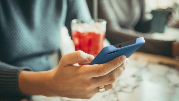 smartphone tecnologia movil mujer