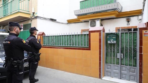 ep sevilla- sucesos- la policia registracasala calle ortegagasset relacionadayihadista detenido