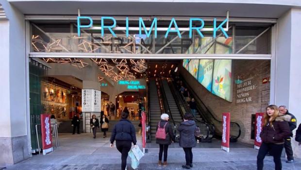 ep entrada principal de la tienda primark en gran via tras incrementar un 15 el sueldo de sus