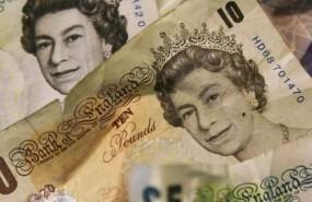 La libra se anima ante el dólar y el euro tras el bloqueo a un Brexit sin acuerdo