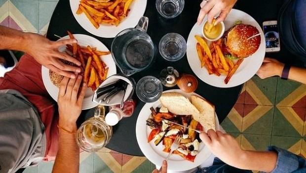 ep comida calorica comida basura hamburguesas comiendo